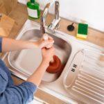 Как устранить засор в ванной в домашних условиях