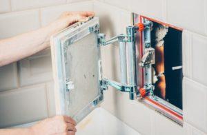 Скрытый люк под плитку в ванной